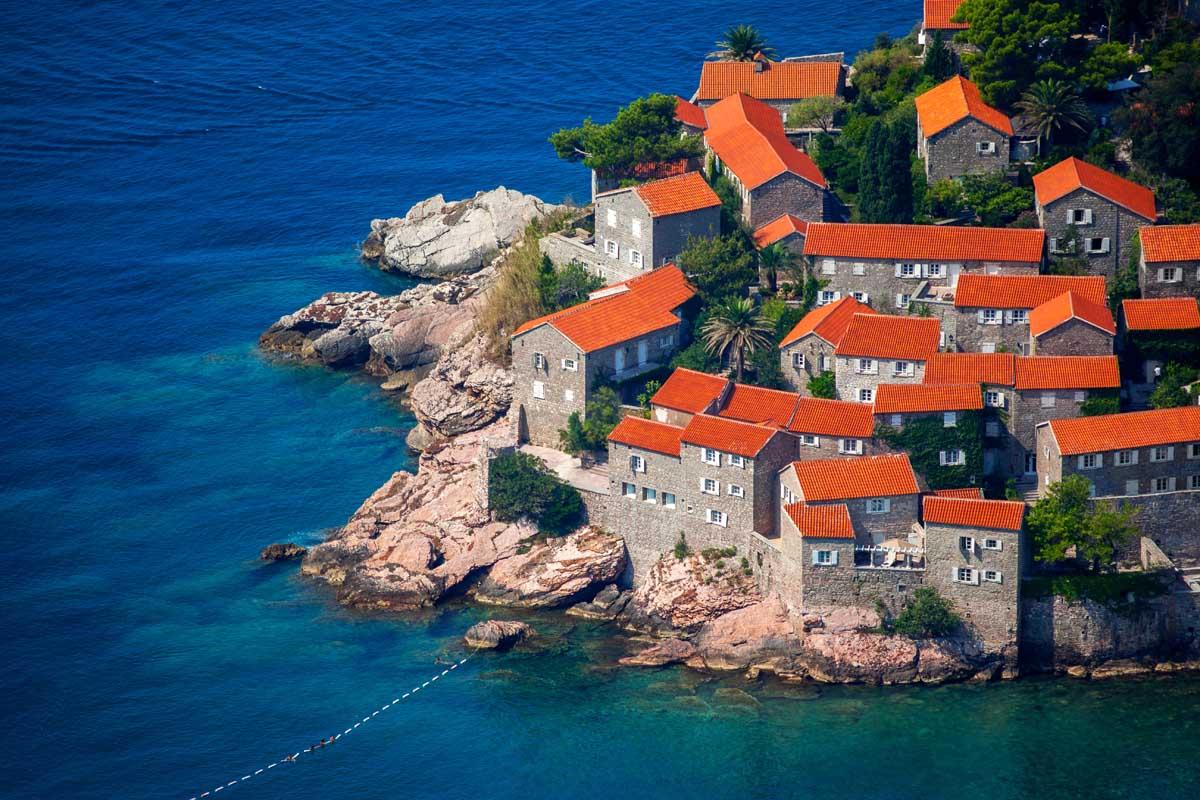 черногория какие документы нужны