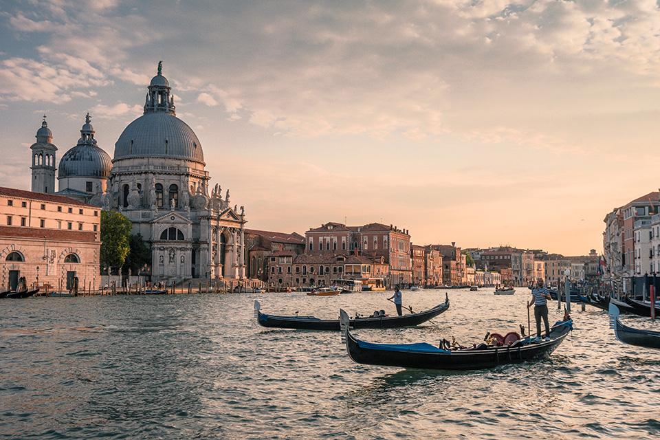 возз'єднання сім'ї в Італії